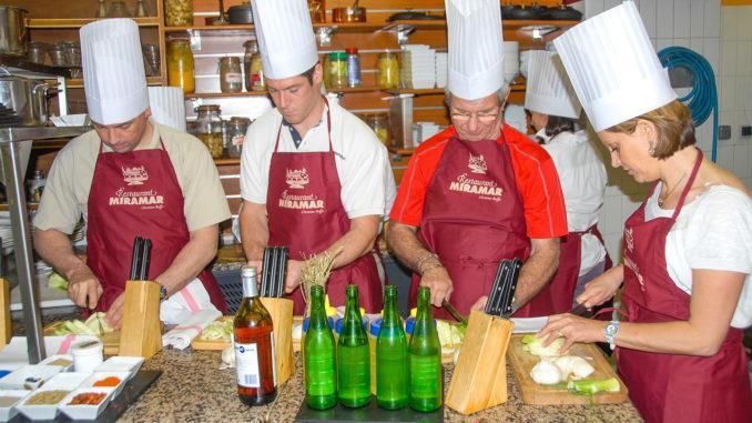 Bouillabaisse-Korchkurs bei Christian Buffa im Restaurant Miramar von Marseille. Foto: Hilke Maunder