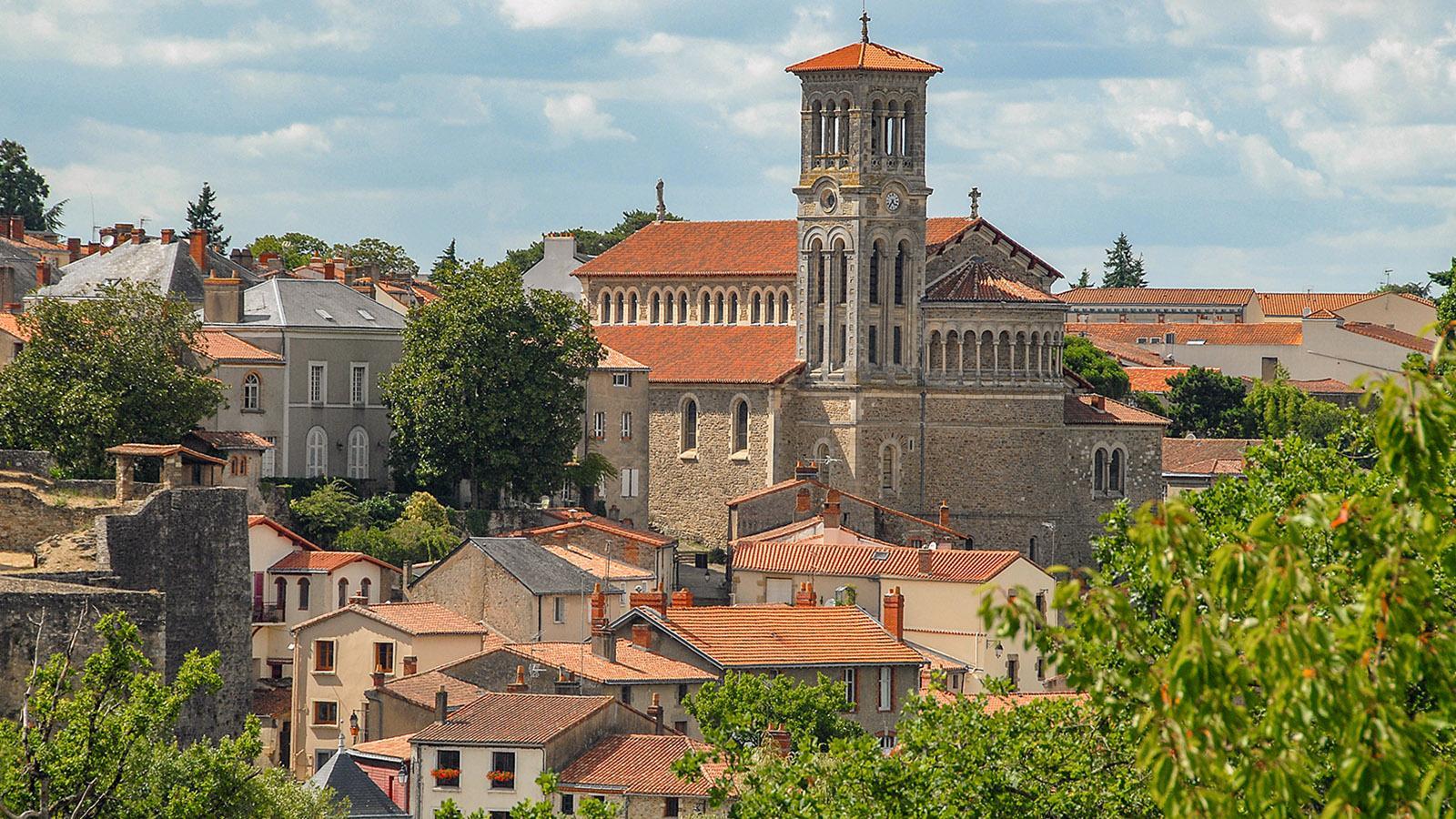 Clisson: Stadtkulisse mit Notre-Dame. Foto: Hilke Maunder