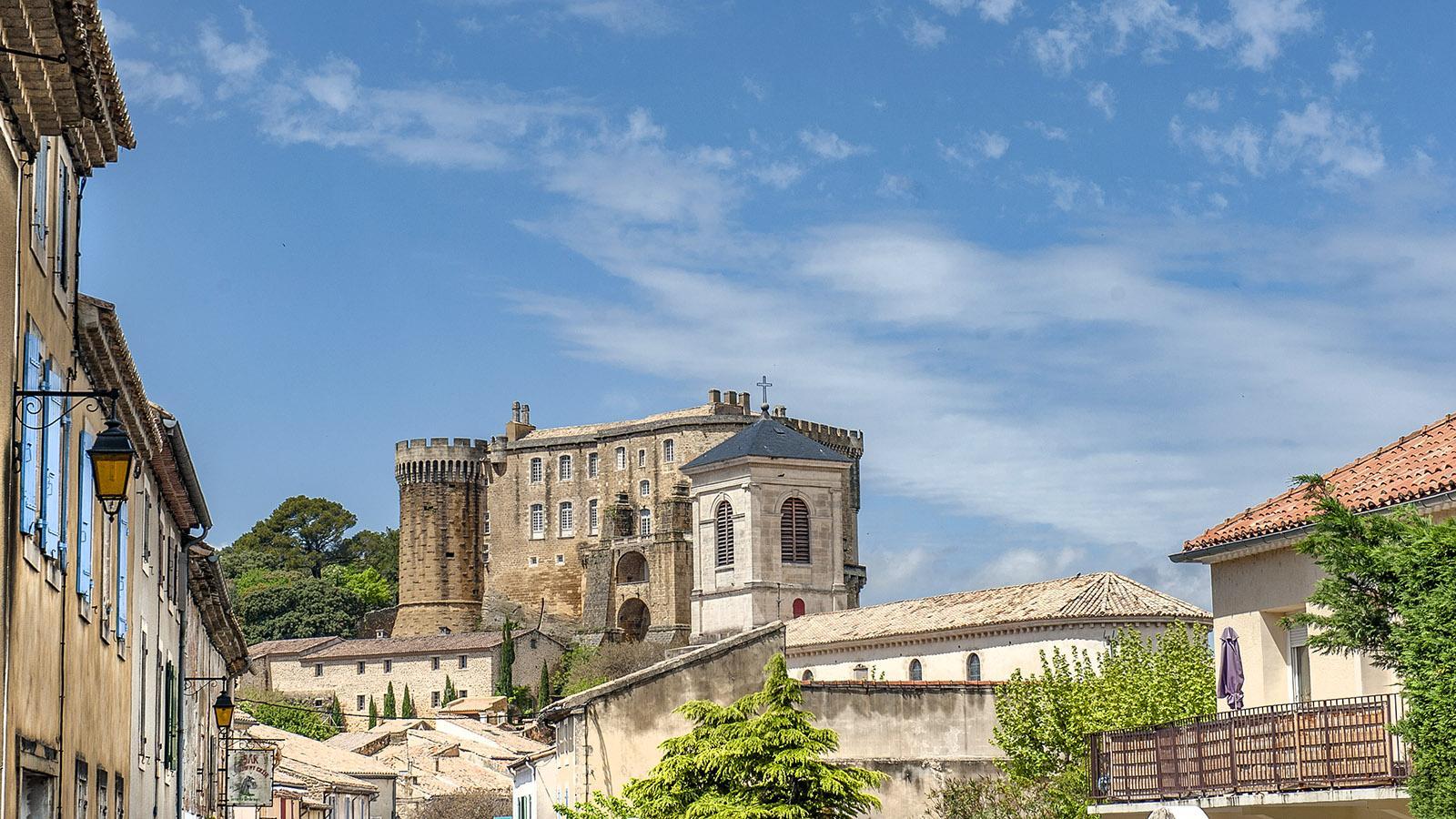 Suze-la-Rousse mit seinem Château. Foto: Hilke Maunder