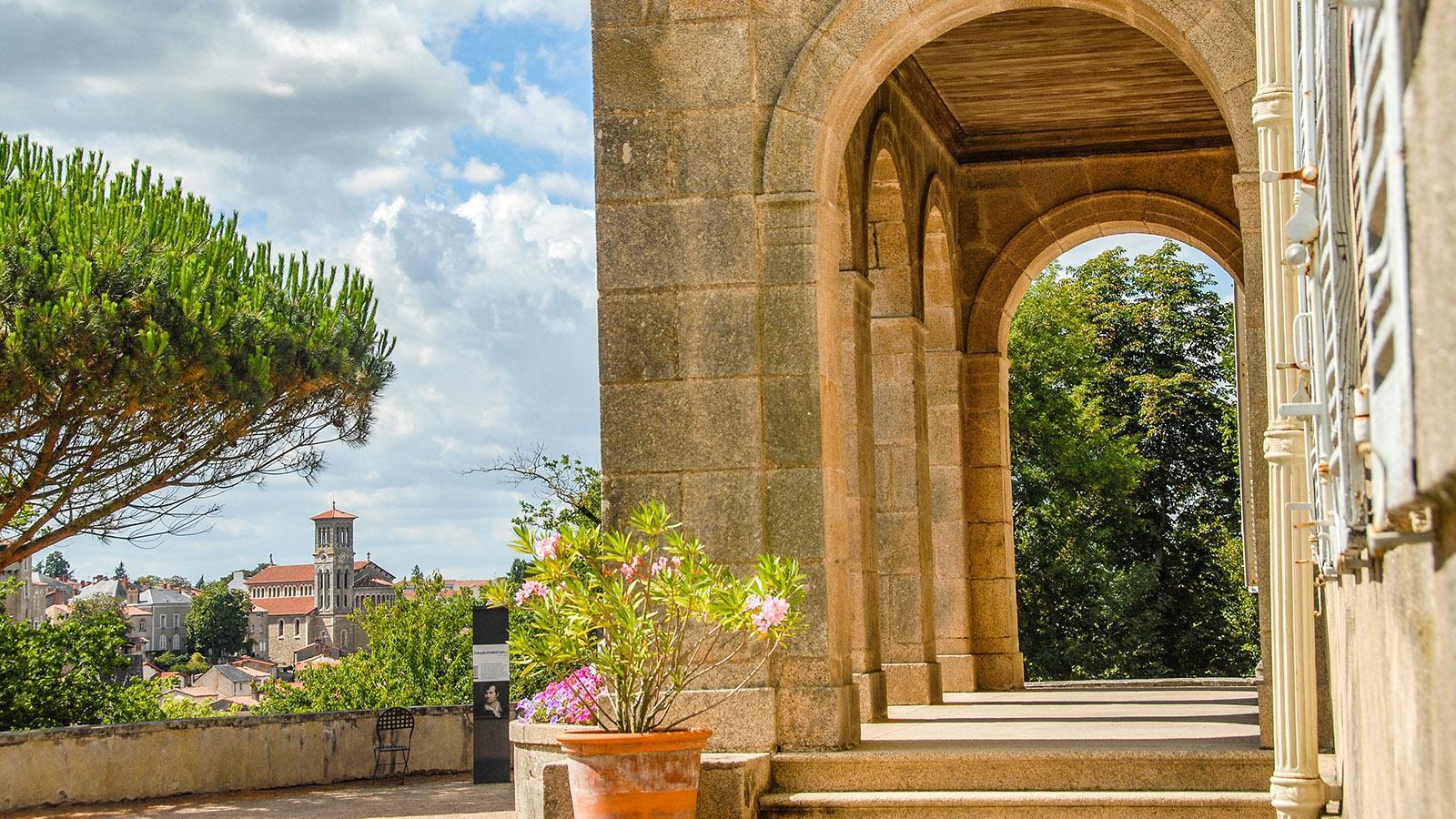 Clisson;: Blick von La Garenne auf die Stadt