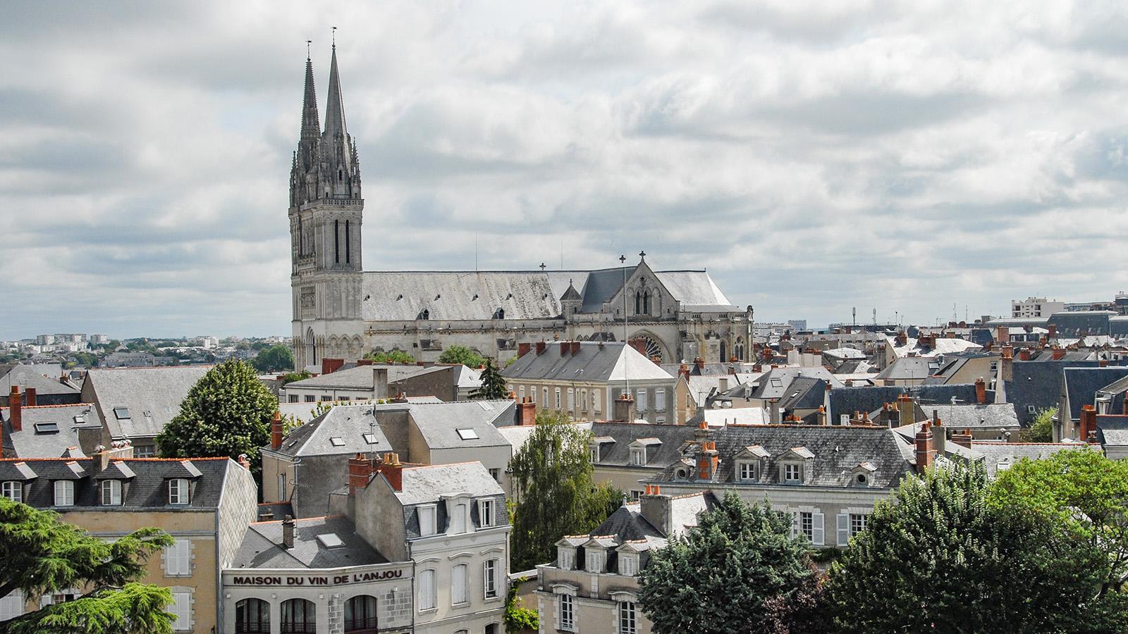 Angers: Blick vom Wehrgang auf die Cathédrale Saint-Maurice. Foto: Hilke Maunder