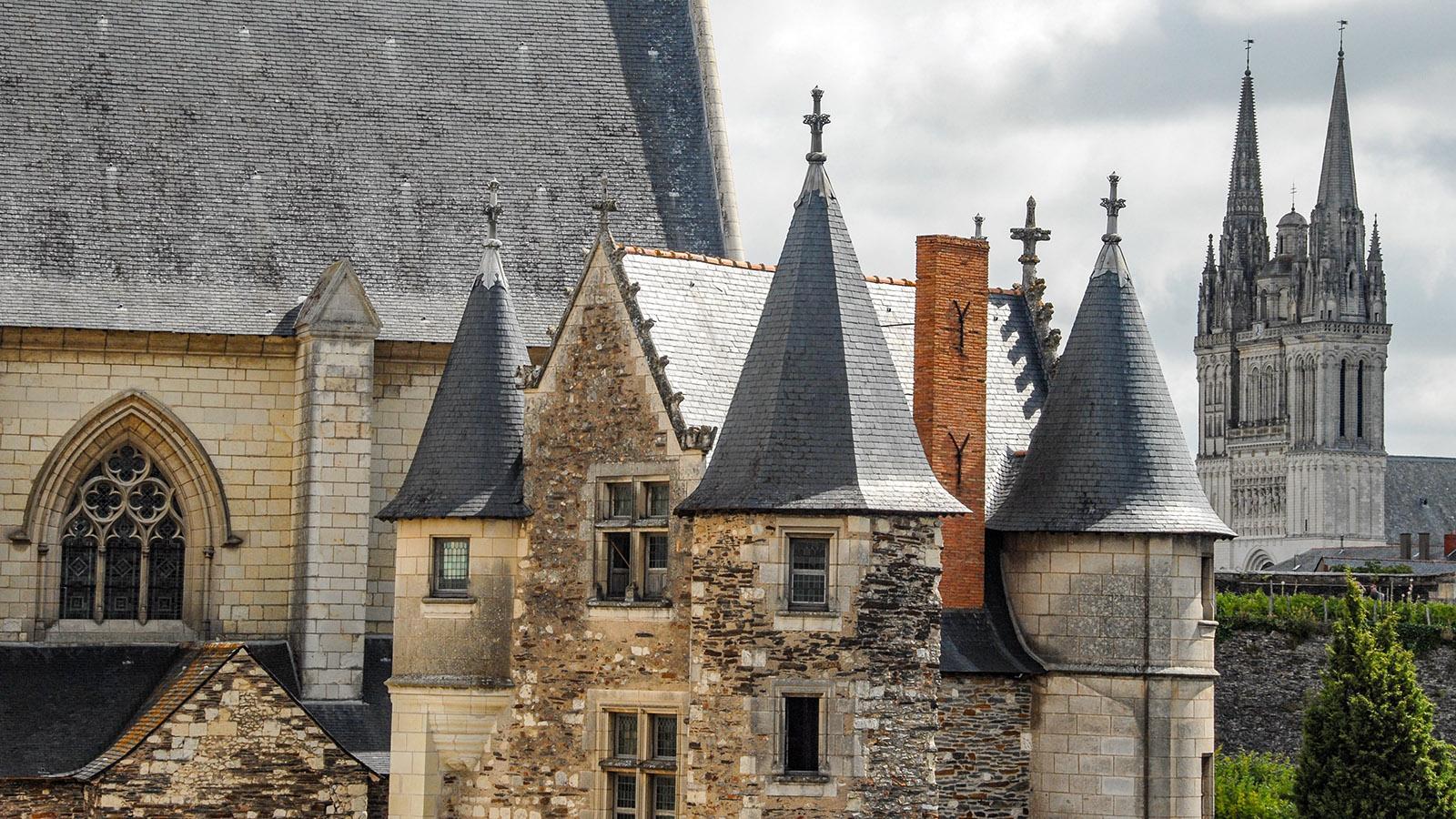 Blick vom Wehrgang auf das Châtelet und die Cathédrale Saint-Maurice. Foto: Hilke Maunder