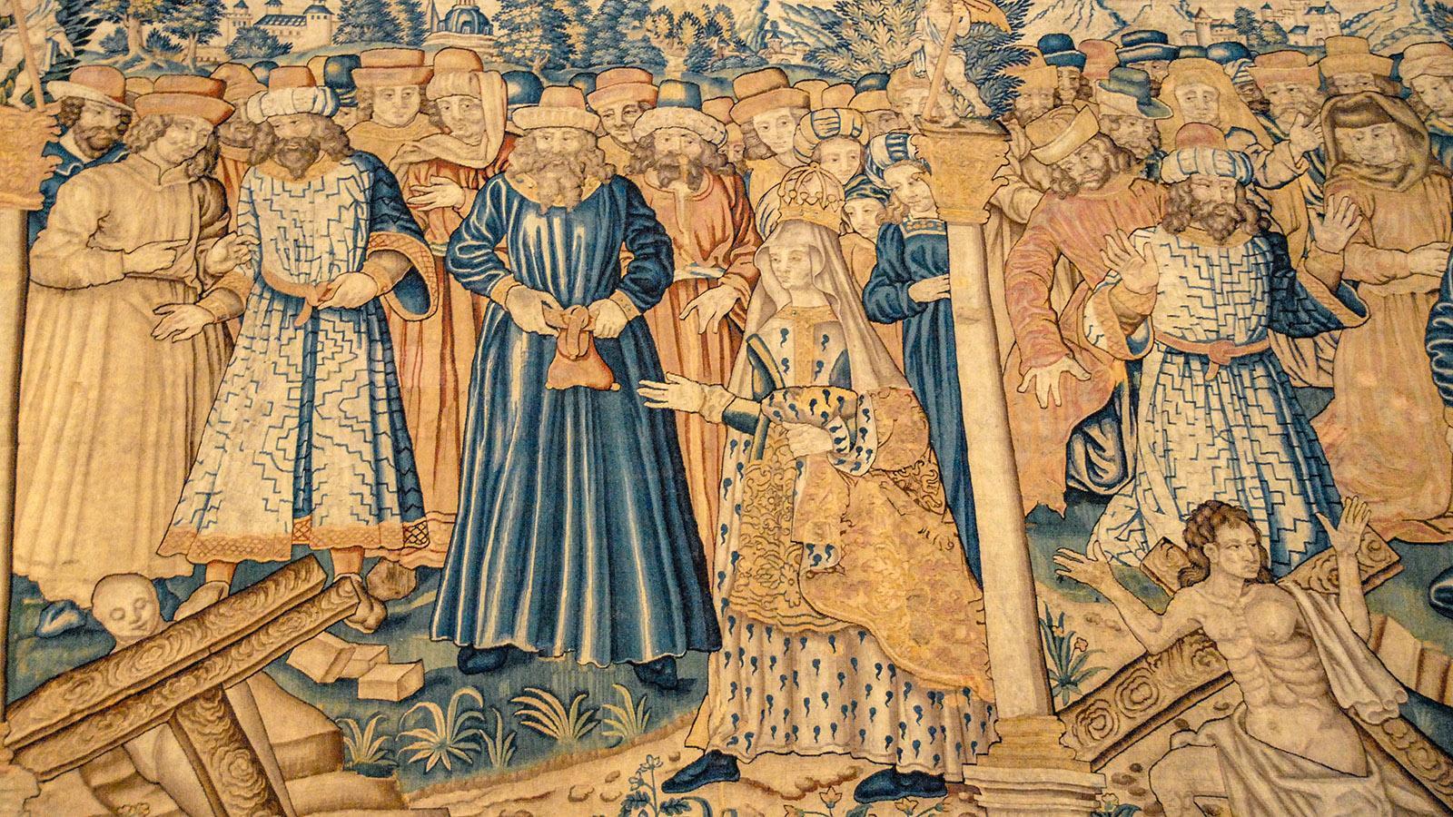 Wandteppiche schmücken die Cathédrale Saint-Maurice. Foto: Hilke Maunder