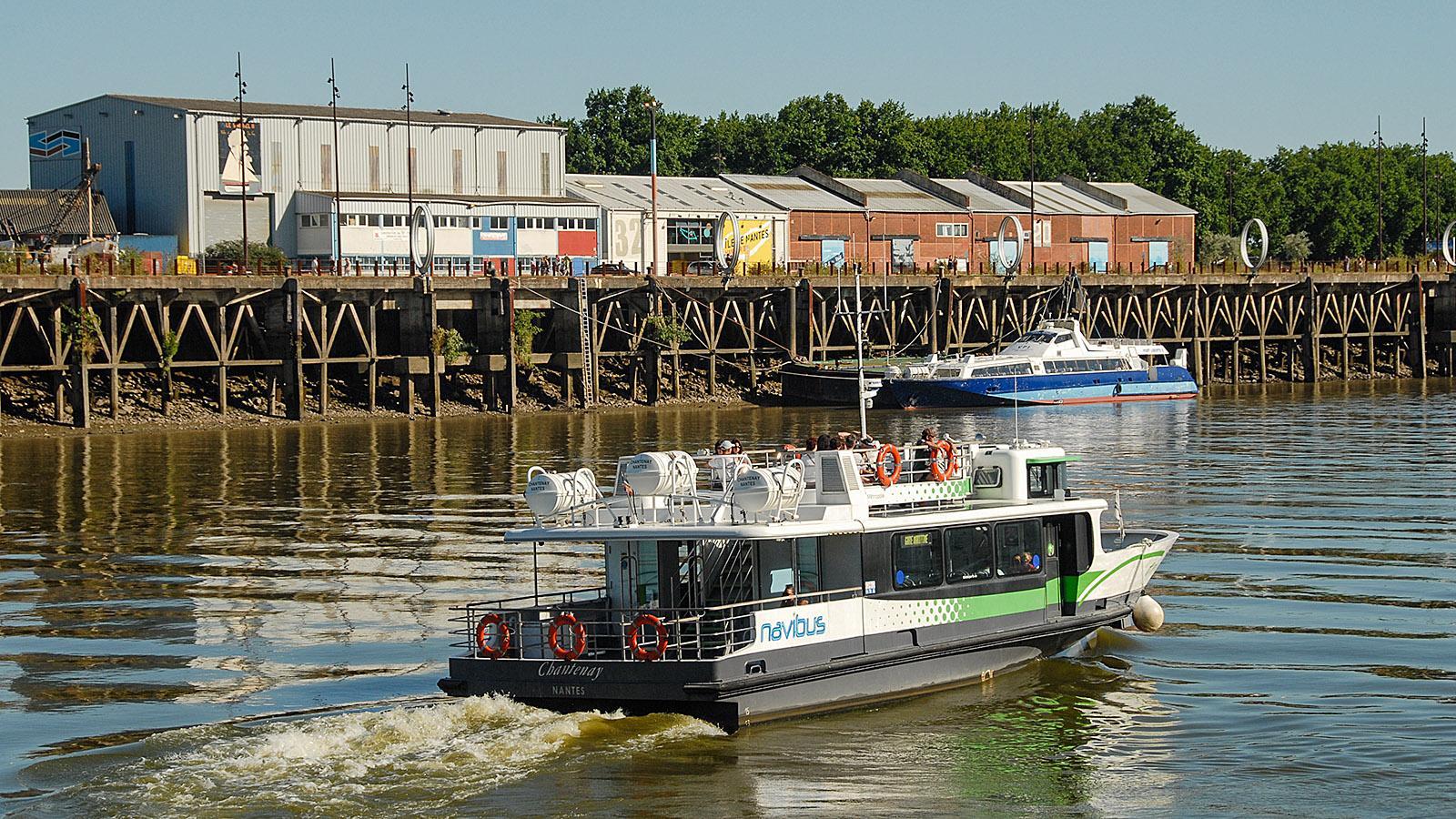 Aufflug nach Trentemoult. Blick vom Navibus auf der Loire auf die Île de Nantes. Foto: Hilke Maunder