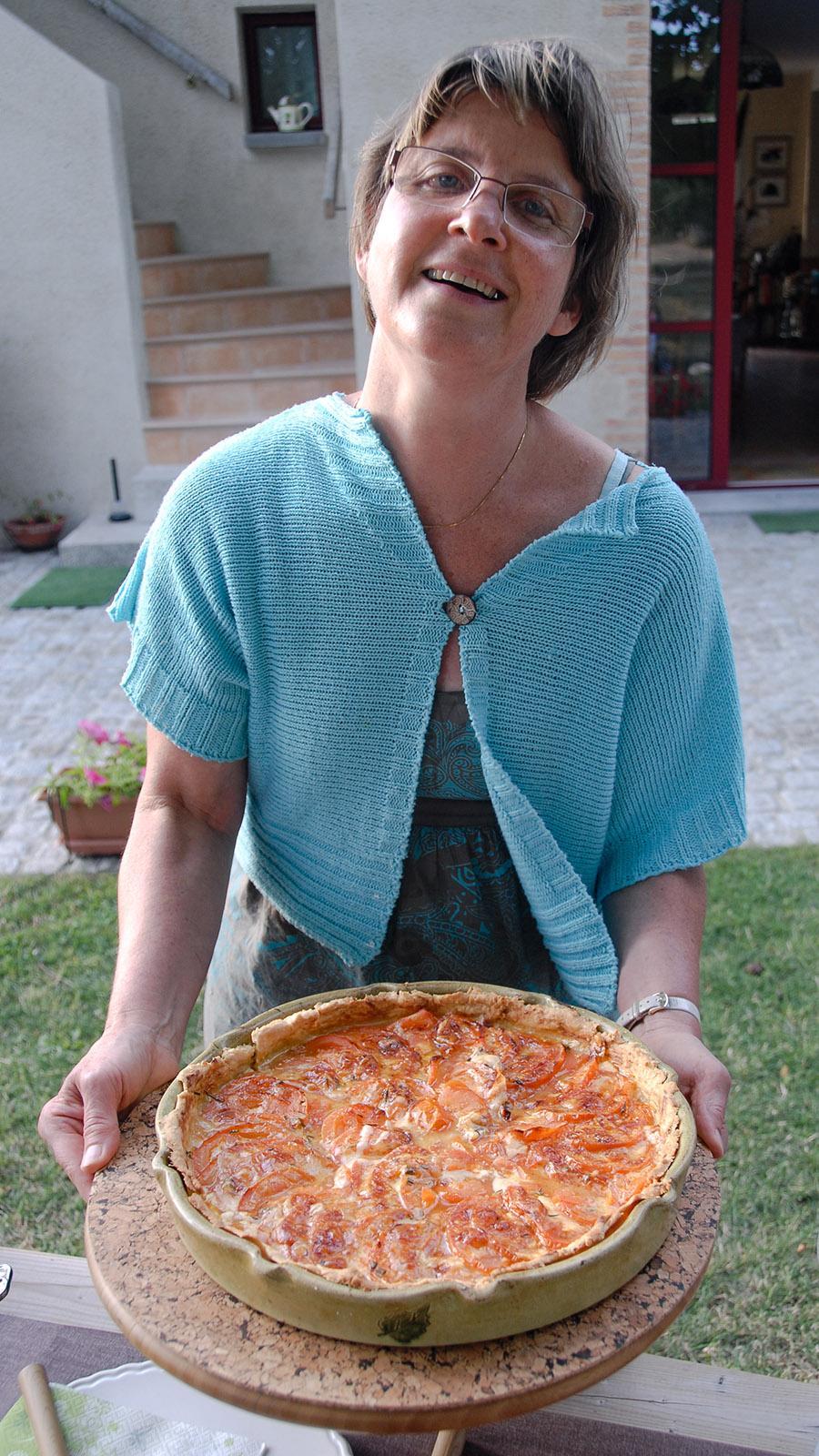 Domaine de l'Écorce: Claire Douay de Faultrier mit ihrer Tomatentarte. Foto: Hilke Maunder