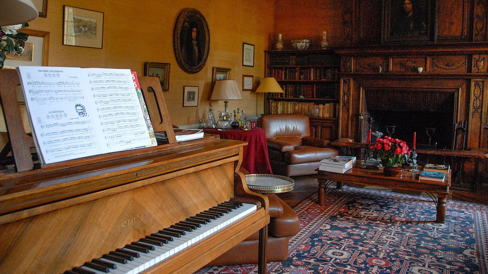 Château de Sarzeaux: Nach dem Dîner wird gemeinsam gesungen. Foto: Hilke Maunder