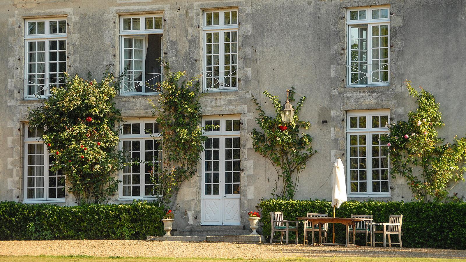 Im Sommer könnt ihr draußen frühstücken auf dem Château de Sarzeaux. Foto Hilke Maunder