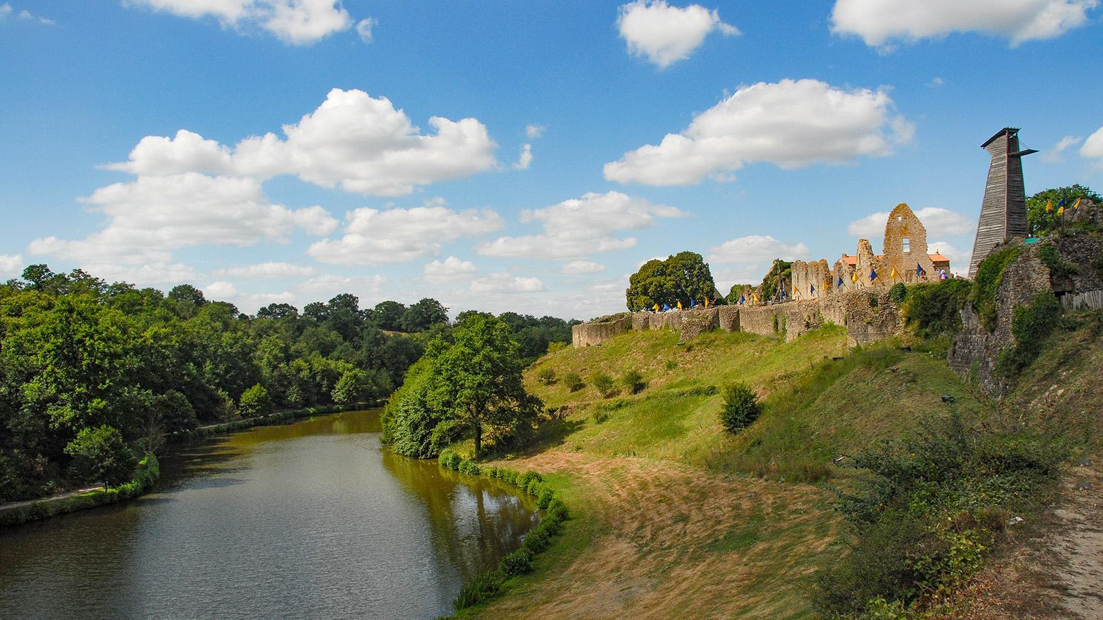 Tiffauges: Château de Tiffauges, Burganlage von Gilles de Rais, genannt Blaubart. Foto: Hilke Maunder