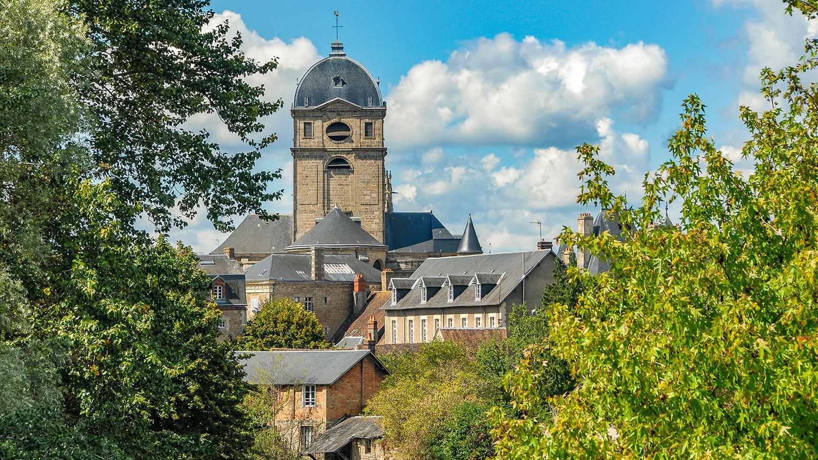 Der Blick auf die Kathedrale von Alençon. Foto. Hilke Maunder