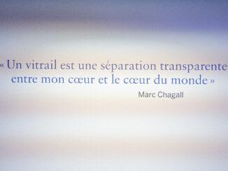 Ein Buntglasfenster ist eine transparente Trennung zwischen meinem Herzen und dem Herzen der Welt. Marc Chagall. Foto: Hilke Maunder