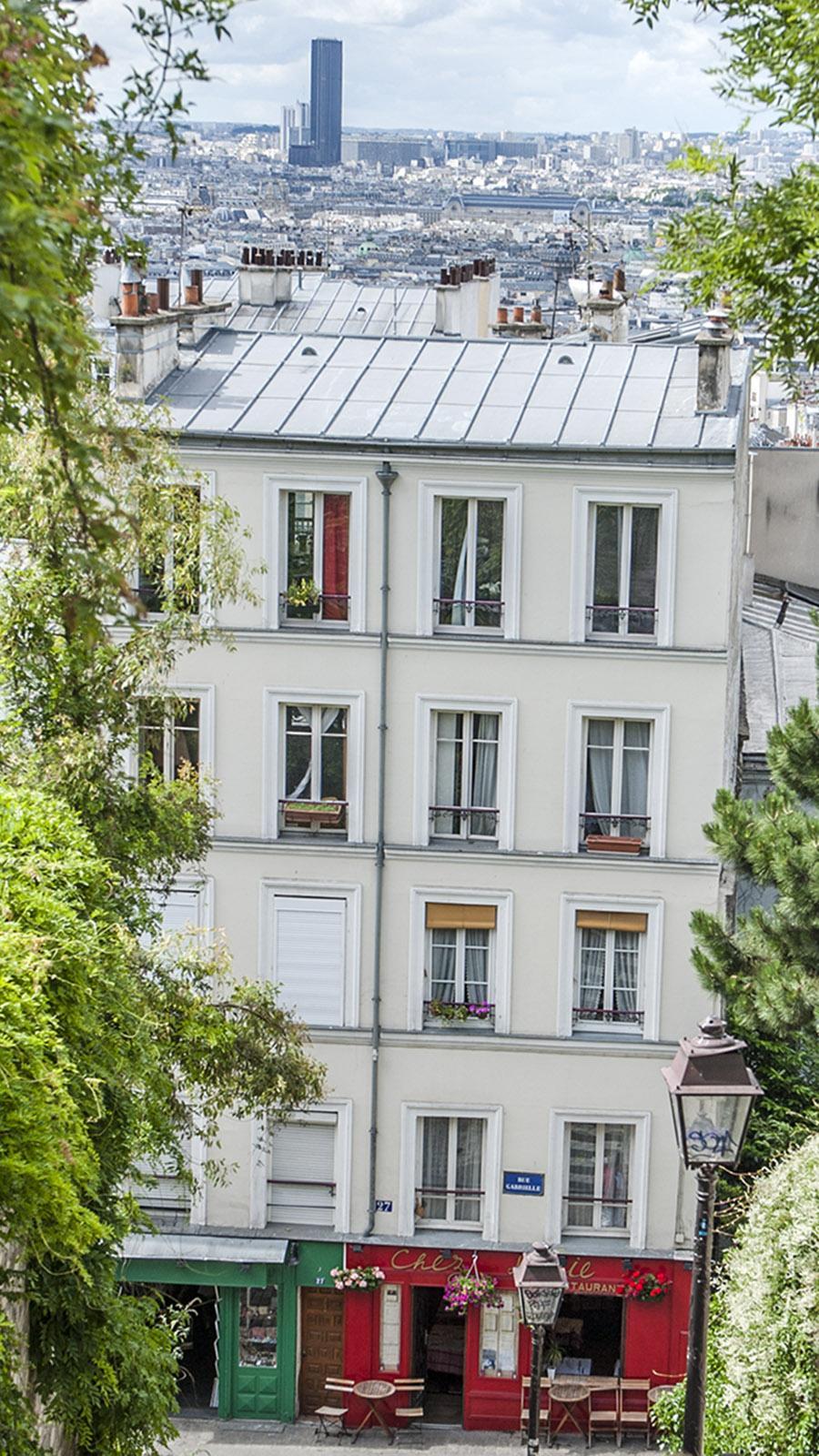 Blick von der Butte de Montmartre hin zur Tour de Montparnasse. Foto: Hilke Maunder