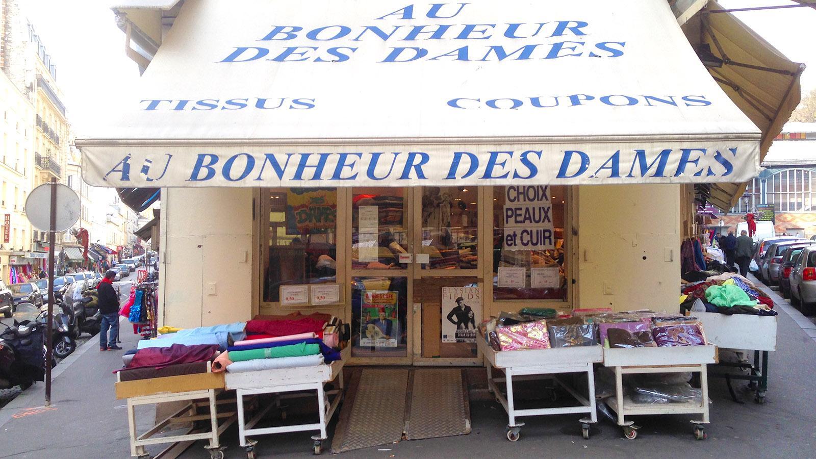 Mekka für Stoffe und Schneidereibedarf: die Halle Saint-Pierre auf der Butte de Montmartre. Foto: Hilke Maunder