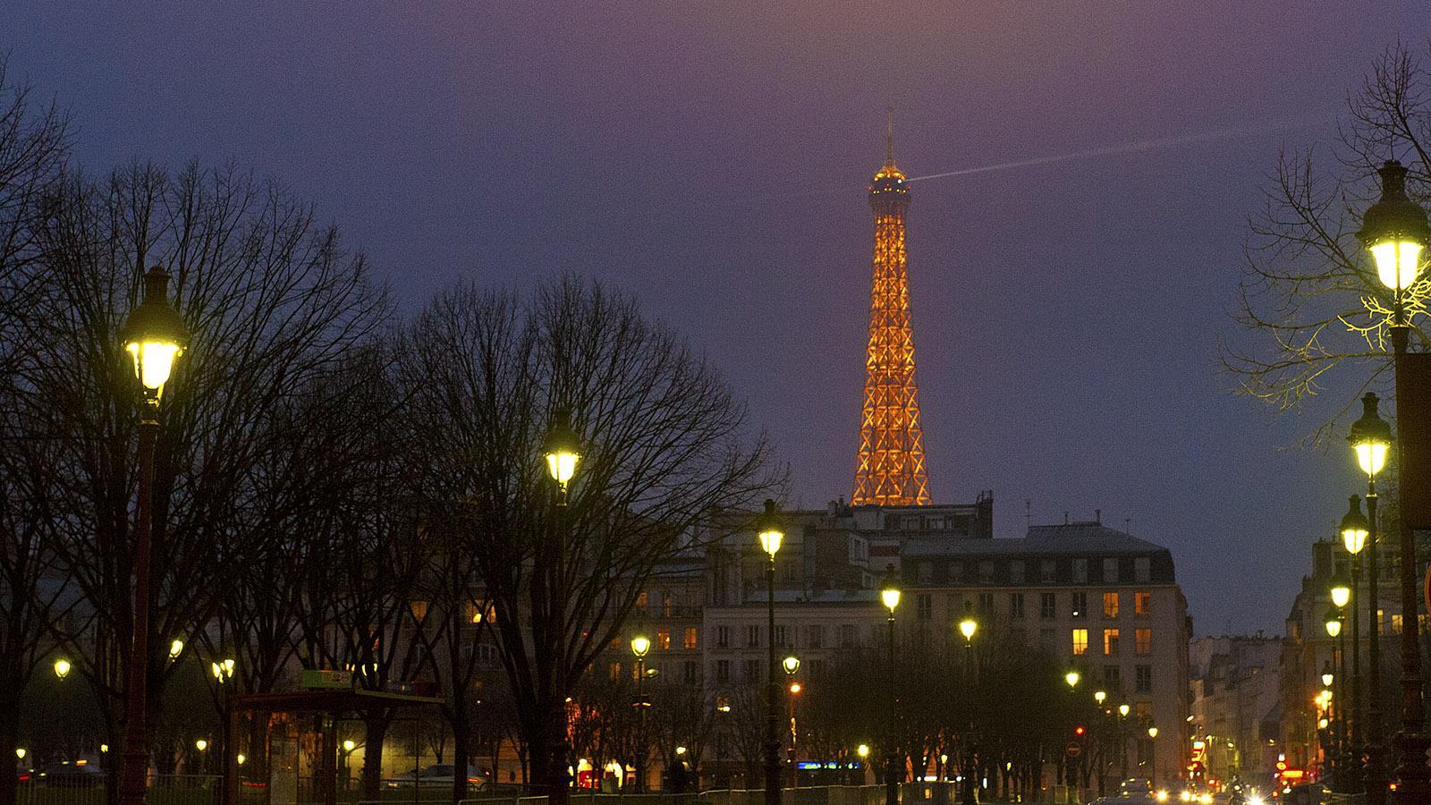 ville lumière: Der Eiffelturm in der Dämmerung. Foto: Hilke Maunder