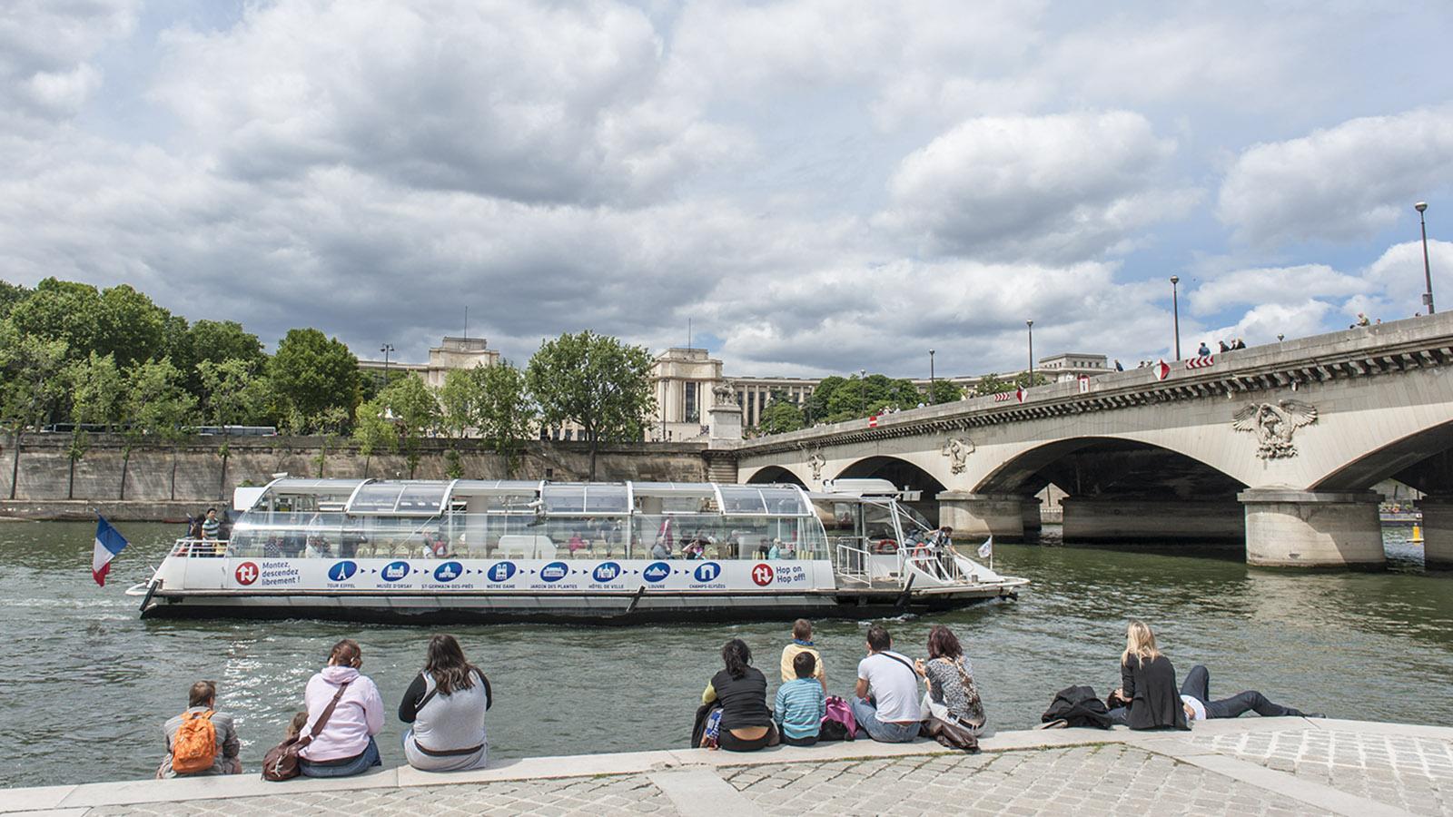 Neben der Pont d'Iéna legen am Eiffelturm die Ausflugsschiffe an. Foto: Hilke Maunder