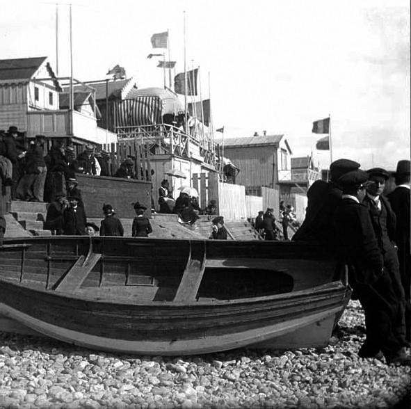 Le Havre_Sonntag am Strand _Fotograf unbekannt, fonds Lassaque, collections Musées Historiques, Ville du Havre