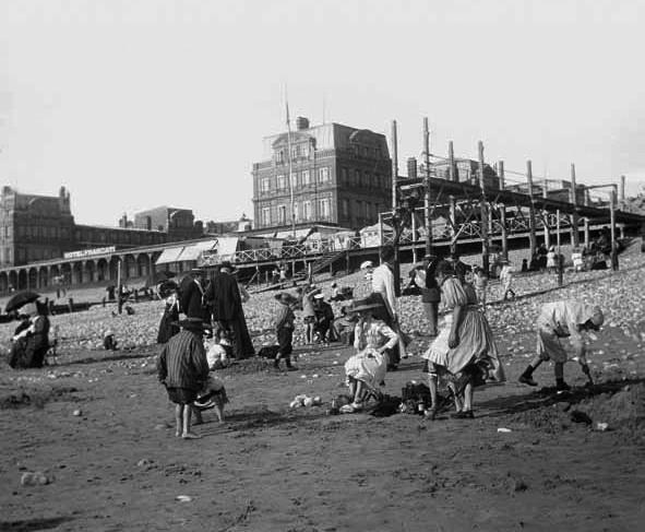 Le Havre_Strandvor Grandhotel Frascati _otograf unbekannt, fonds Lassaque, collections Musées Historiques, Ville du Havre