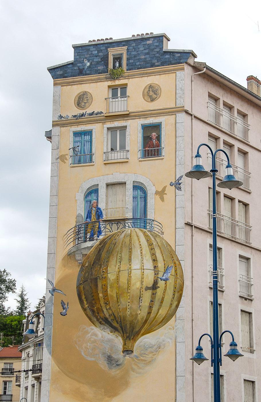 Annonay: Auch ein Wandbild erinnert an den Beginn der Luftfahrt. Foto: Hilke Maunder