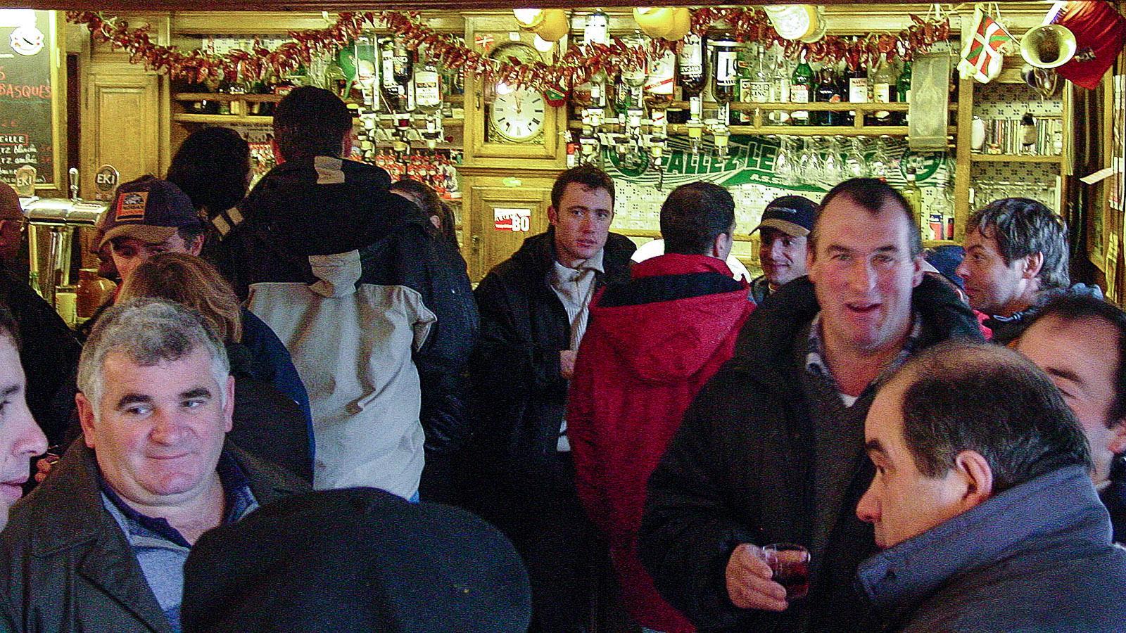 An der Bar des Hôtel Euzkadi während der Pottoka Feria. Foto: Hilke Maunder