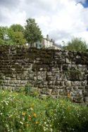 Lassay-les-châteaux_Mauer_©Hilke Maunder