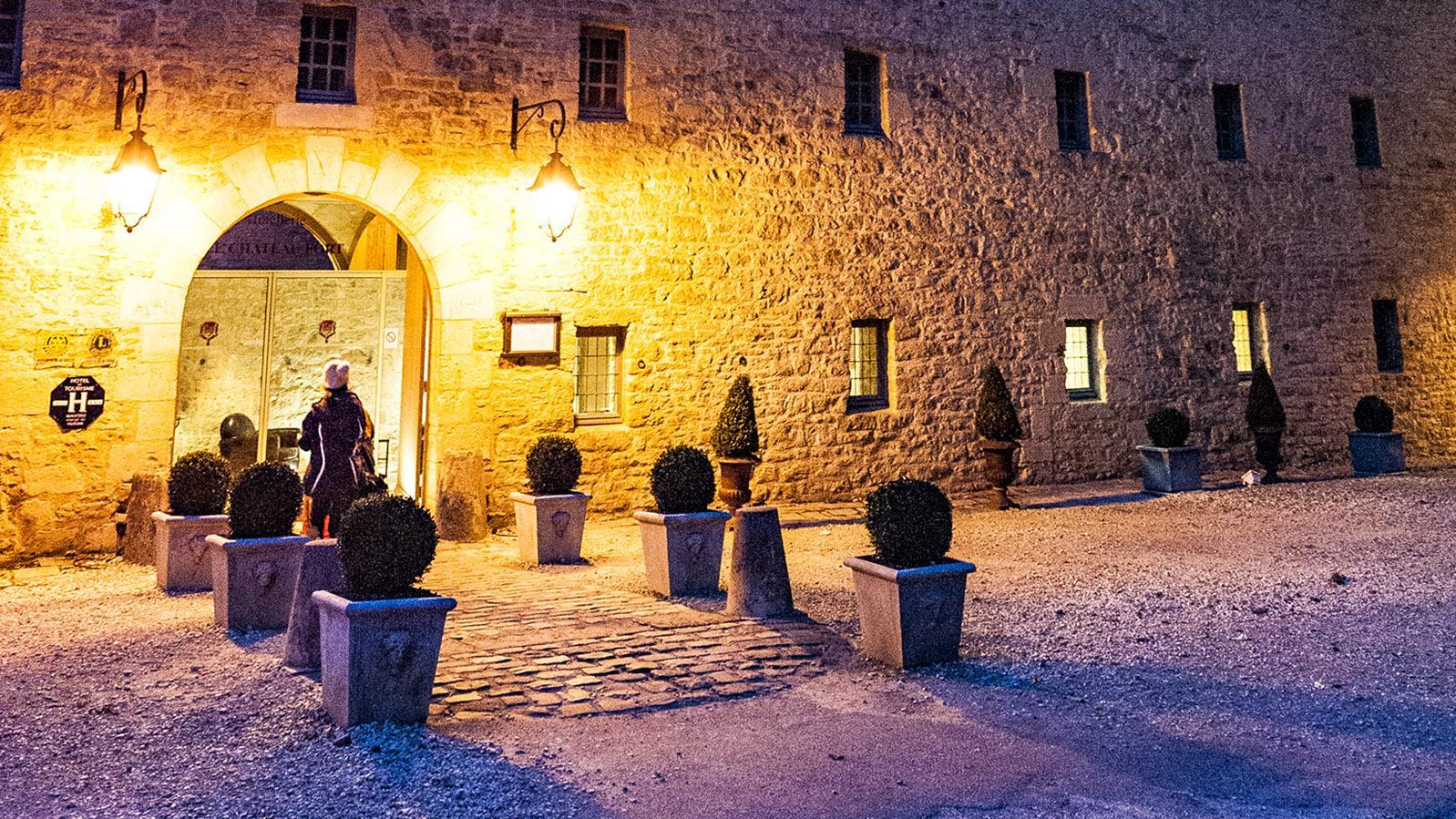 Sedan: der Eingang zum Burghotel. Foto: Hilke Maunder