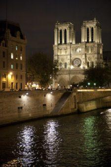 Paris_Seine_Notre Dame_Illumination_nachts_credits_Hilke Maunder