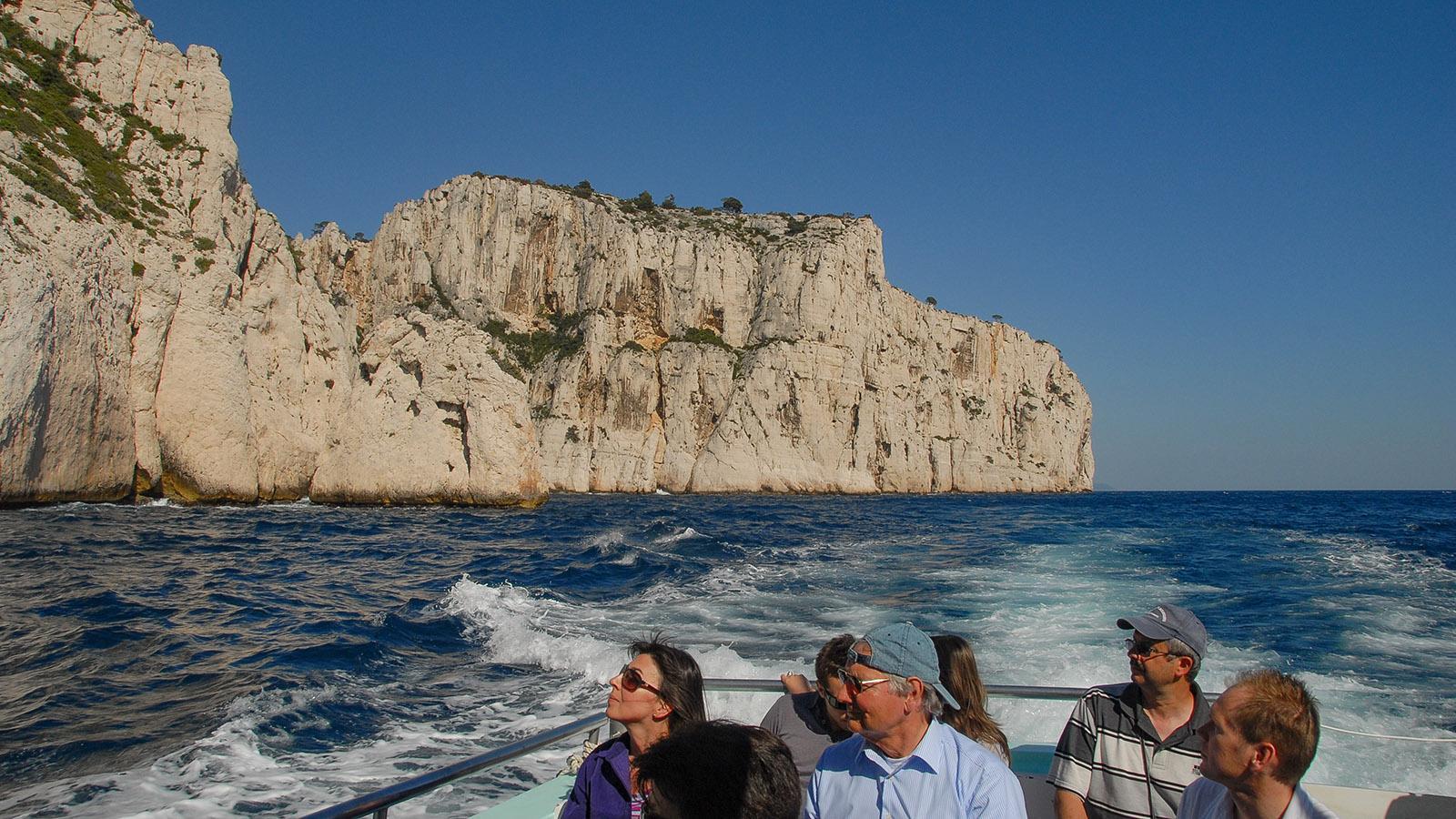 In flotter Fahrt geht es in die Calanques von Cassis. Foto: Hilke Maunder