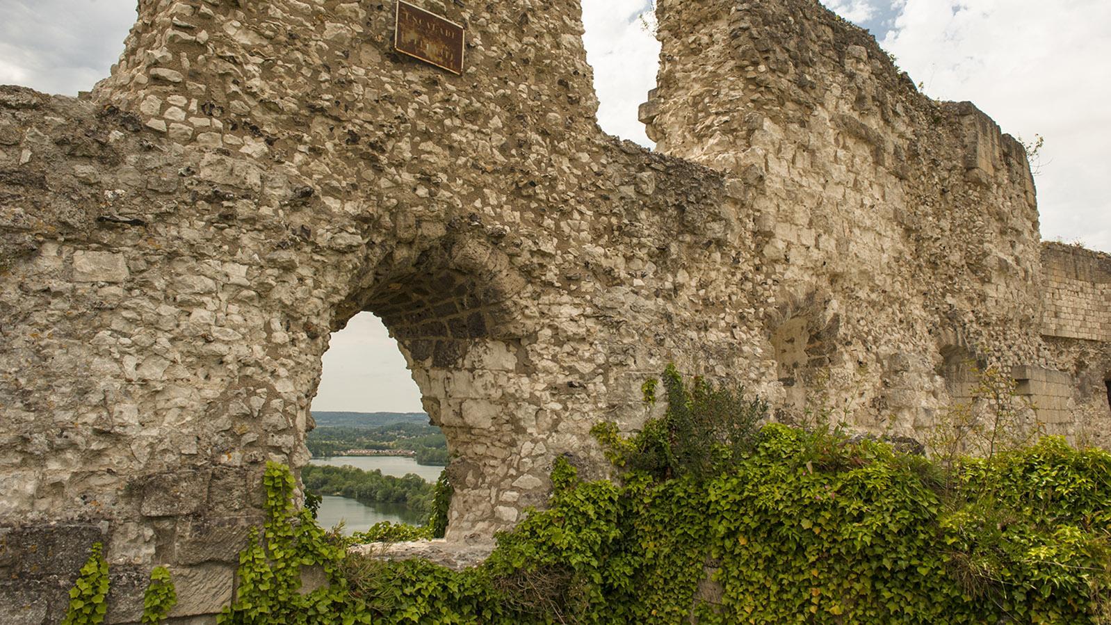 Château Gaillard. Blick durch die Ruinen auf die Seine. Foto: Hilke Maunder