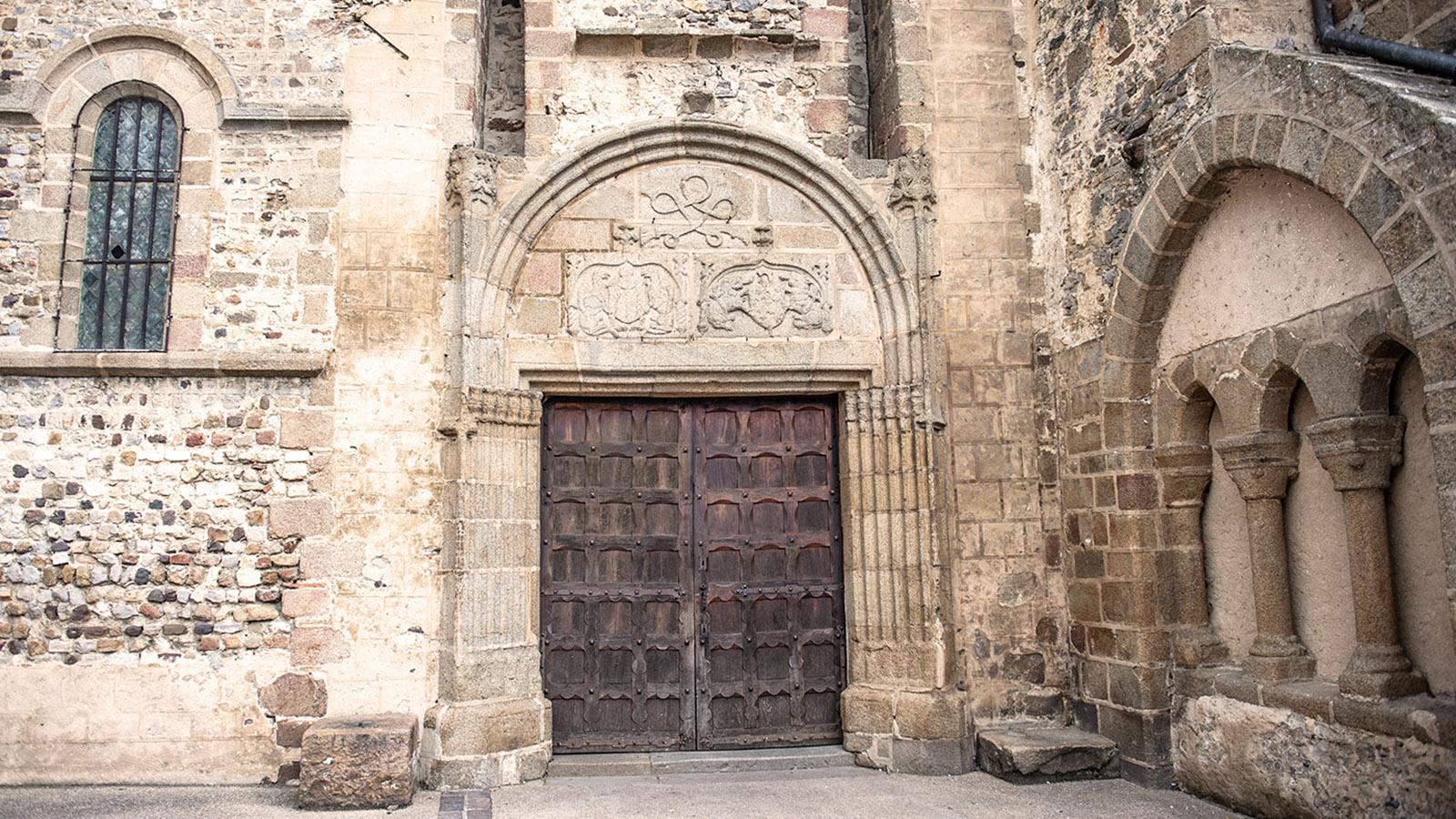 L'abbaye Notre-Dame de l'Épine d'Évron: die Fassade der Abteikirche. Foto: Hilke Maunder