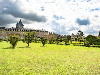 L'abbaye Notre-Dame de l'Épine d'Évron: Die alte Benediktinerabtei mit ihrem Garten. Foto: Hilke Maunder