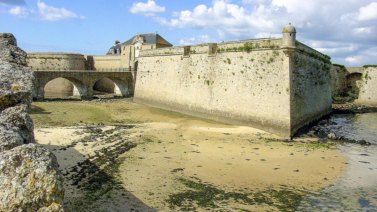 Port Louis: Zitadelle bei Ebbe. Foto: Hilke Maunder