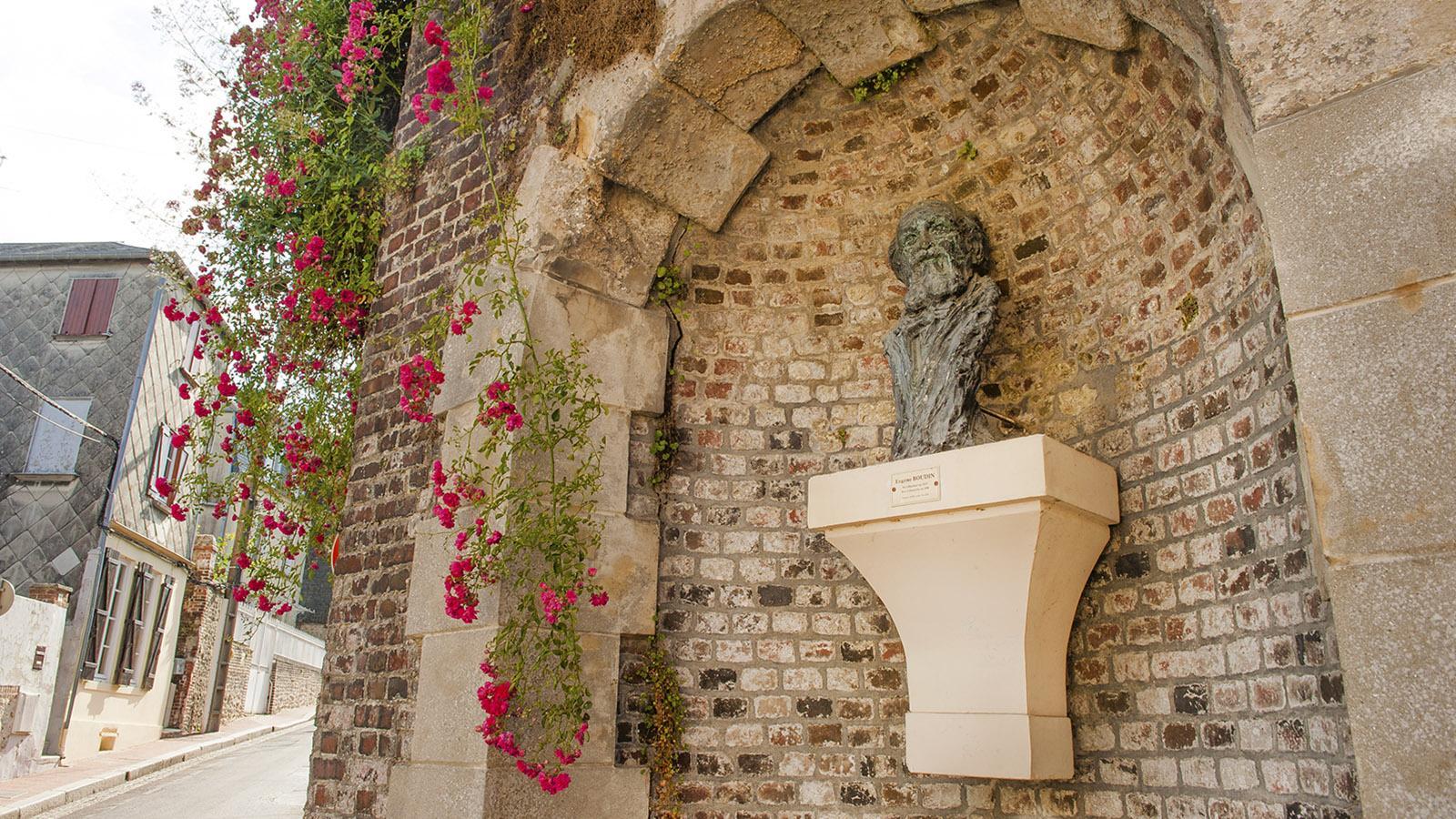 Boudin und Honfleur: die Büste des Malers an der Rue Boudin. Foto: Hilke Maunder