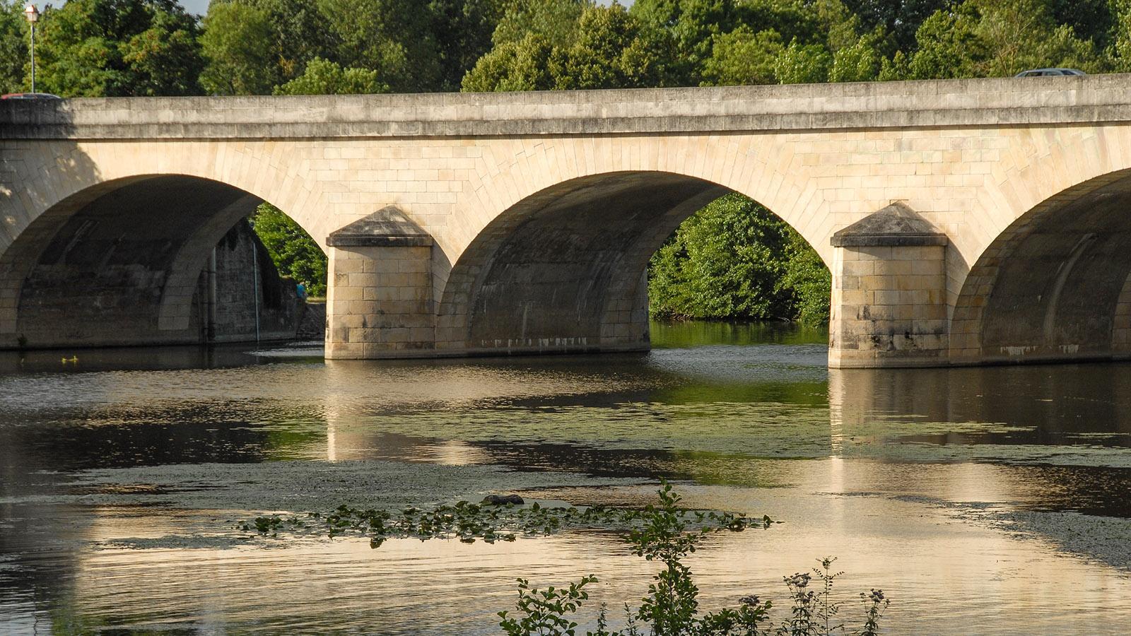 Montreuil-Bellay: die Brücke über den Thouet. Foto: Hilke Maunder