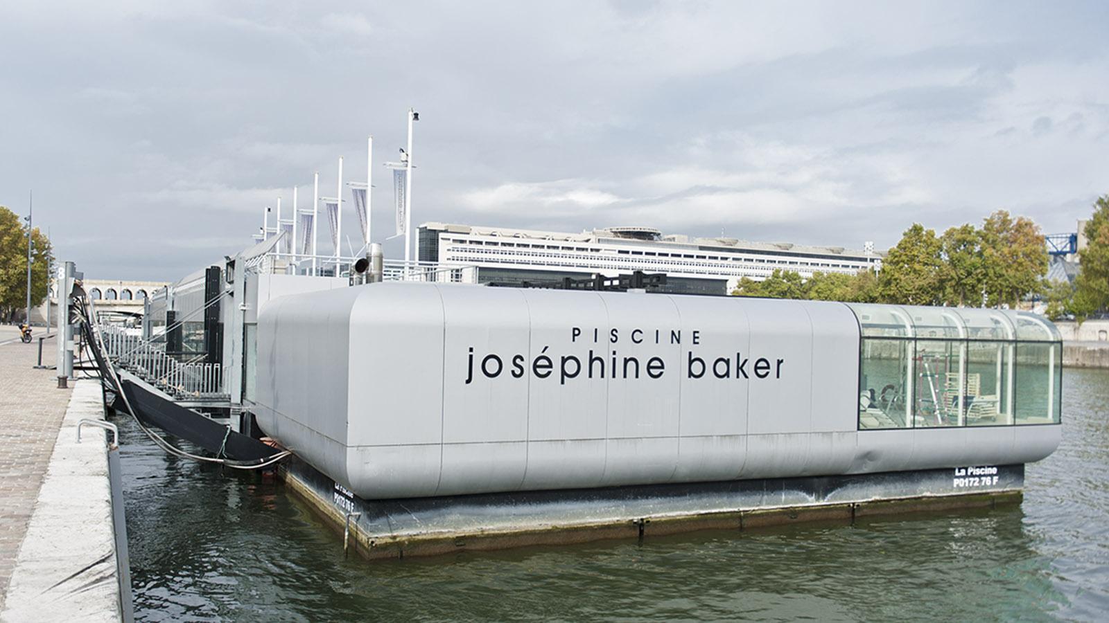Tolbiac: Kraulen auf der Seine: das Badeboot der PIscine Joséphine Baker. Foto: Hilke Maunder