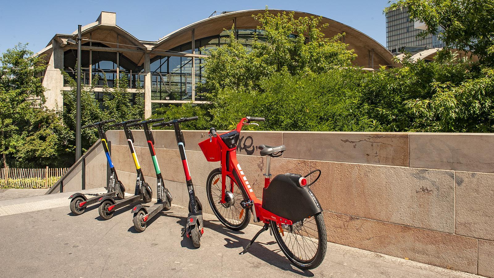 Tolbiac: e-Mobilität zum Leihen, hier an der Station F. Foto: Hilke Maunder