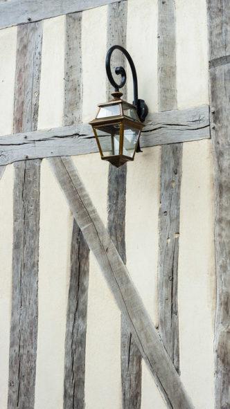 F_Lyons-la-Forêt_Fachwerk_Leuchte_credits_Hilke Maunder
