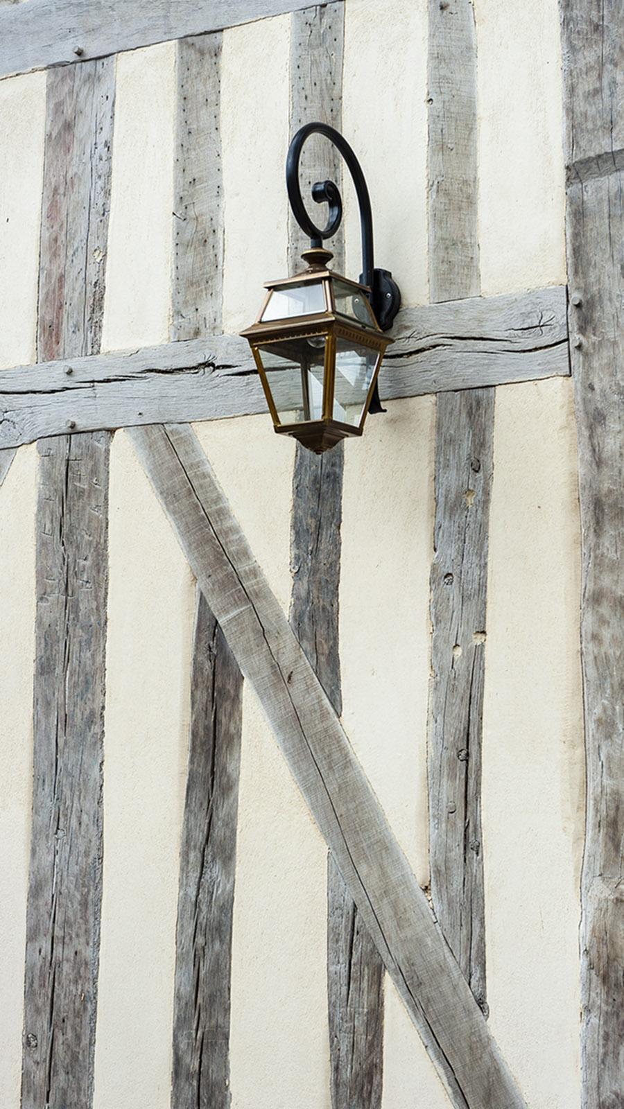 Lyons-la-Forêt: Fachwerk von Le Grand Cerf. Foto; Hilke Maunder