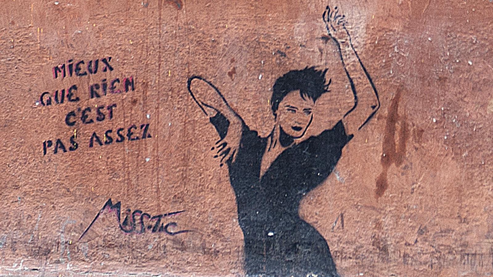 Miss Tic hat in Butte-aux-Cailles zahlreiche Fassaden mit ihren Stencils geschmückt. Foto: Hilke Maunder