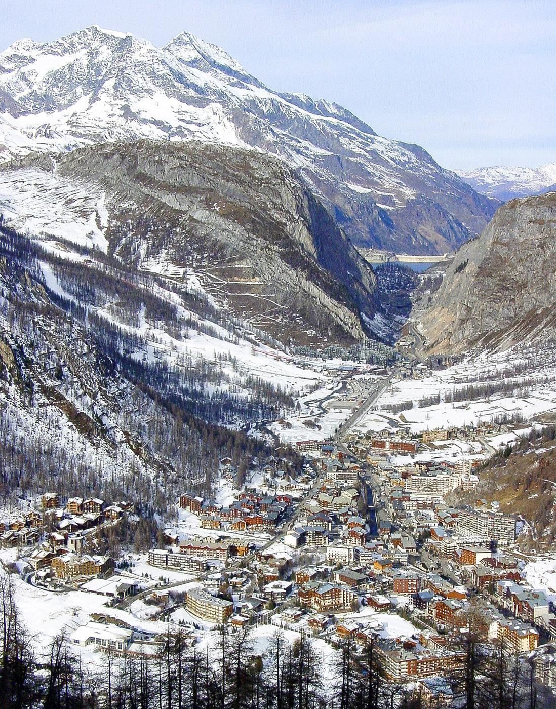 Blick vom Skigebiet Solaise auf den Ort Val d'Isère im Tal. Foto: Hilke Maunder