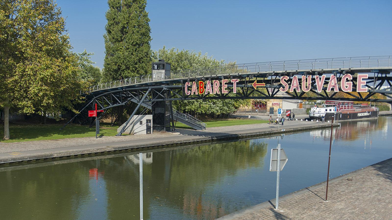 La Villette erstreckt sich zu beiden Seiten des Kanals. Brücken verbinden die beiden Bereiche. Foto: Hilke Maunder