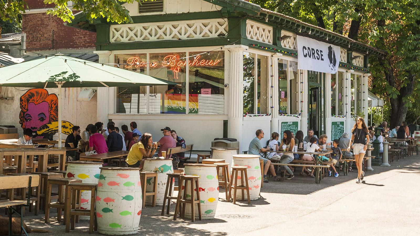 Die Bar im Park Buttes-Chaumont in Paris. Foto: Hilke Maunder