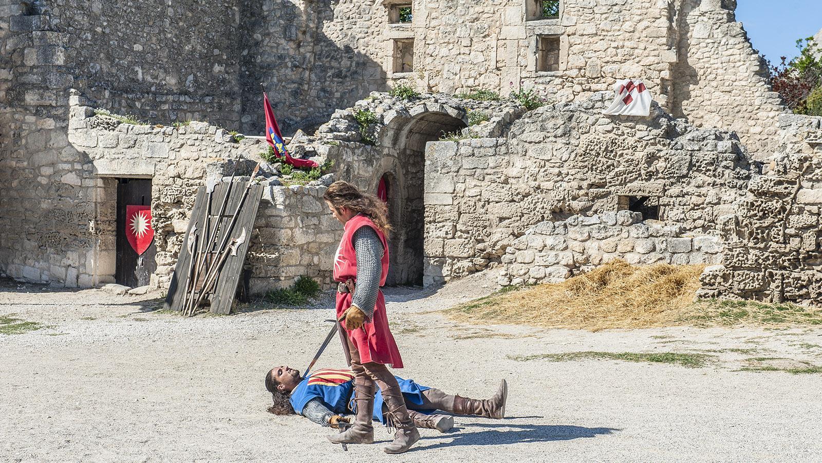 Les Baux-de-Provence: Im Sommer lassen Ritterspiele das Mittelalter aufleben. Foto: Hilke Maunder