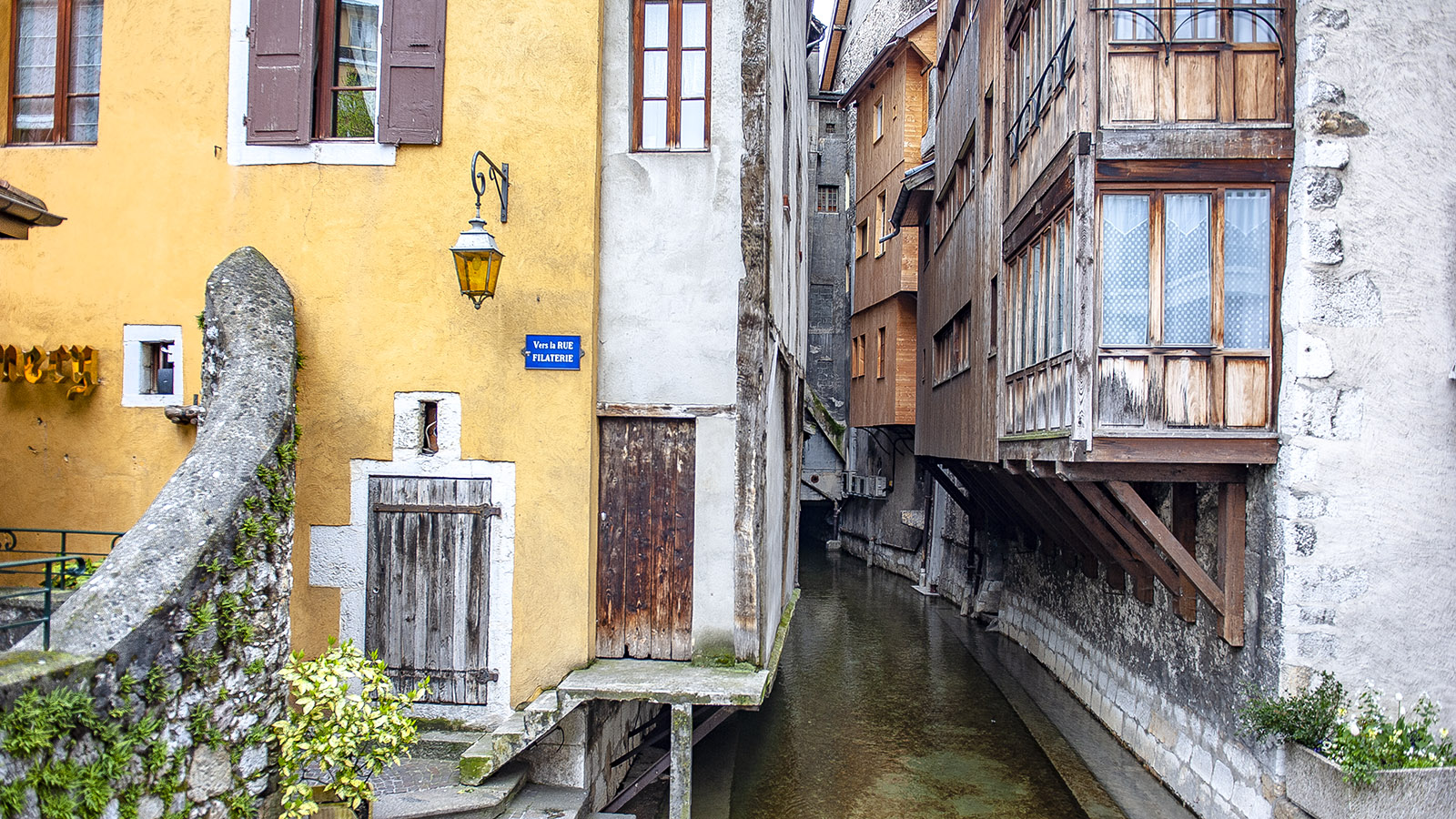 In der Altstadt von Annecy: Überall rauscht das Wasser. Foto: Hilke Maunder