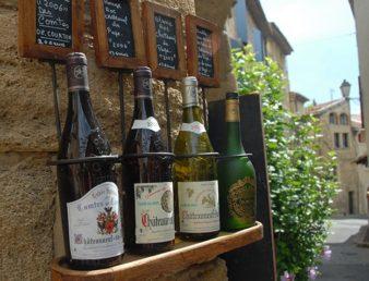 F/Vaucluse/Chateauneuf-du-Pape_Weinverkauf_credits_Hilke Maunder