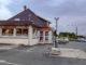 Unter Fernfahrern in Tincques. Café, Bar, Hotel, Tankstelle und Treffpunkt in einem: Café Legris. Foto: Hilke Maunder