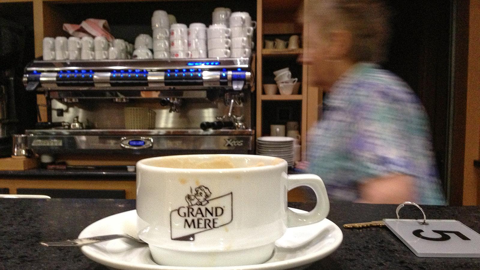 Unter Fernfahrern: Der Morgenkaffee im Café Legris, Tinques. Foto: Hilke Maunder