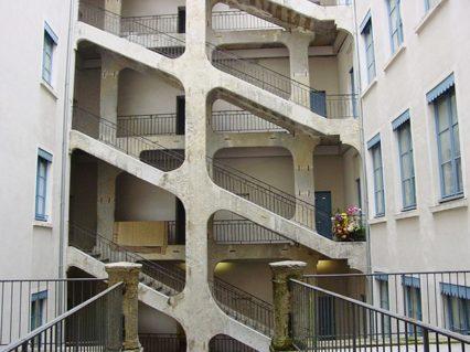 Lyon_Traboule_Treppenhaus_©Hilke Maunder