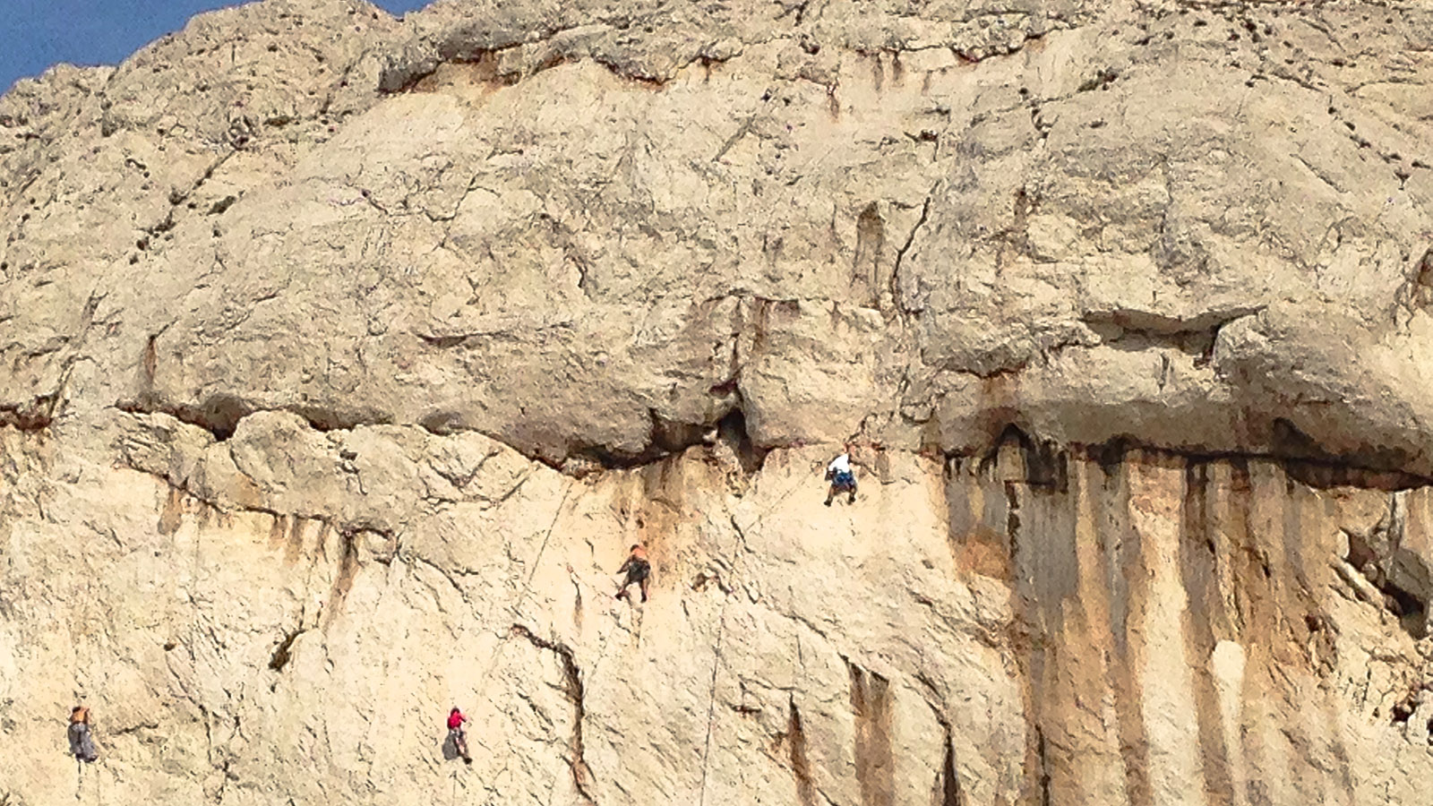 Calanques de Marseile: Kletterer in den Klippen von Sormiou. Foto: Hilke Maunder