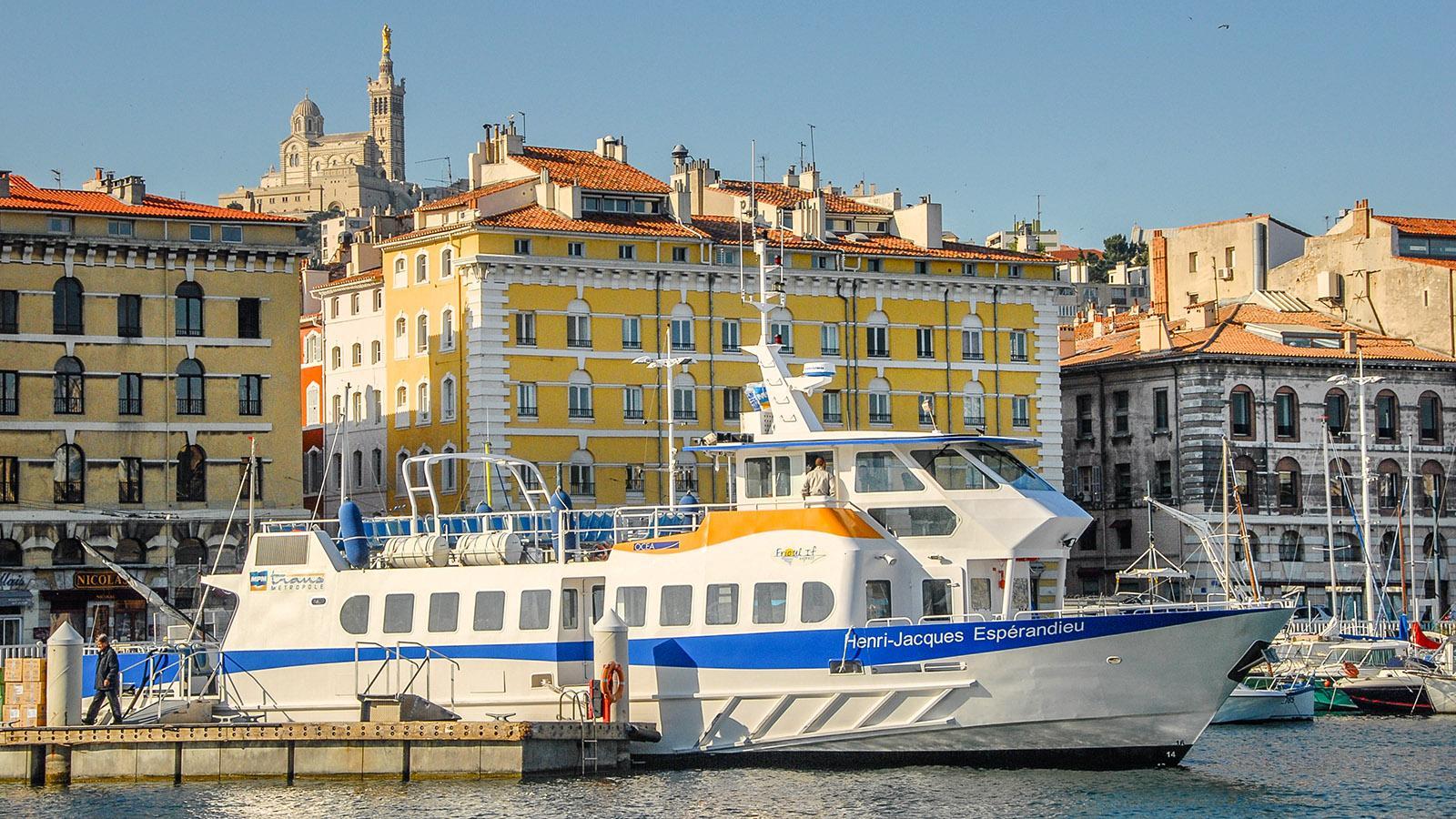 Marseille: Über dem Vieux-Port erhebt sich Notre-Dame de la Garde. Foto: Hilke Maunder