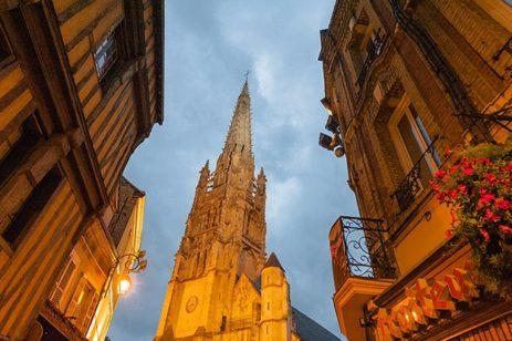 Normandie_Harfleur_Kirche_Fachwerk_abends_3_©Hilke Maunder