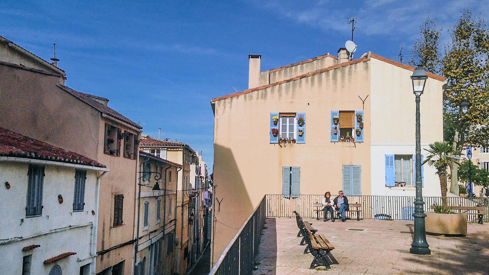 Marseille, Le Panier: Mitten im Gassengewirr verstecken sich lauschige Plätze. Foto: Hilke Maunder